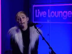 Miley Cyrus covers Summertime Sadness od Lany Del Ray